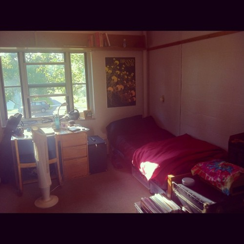 erasingbyreplacing:  Dorm room. #college #oberlin (Taken with Instagram)  How comfy!