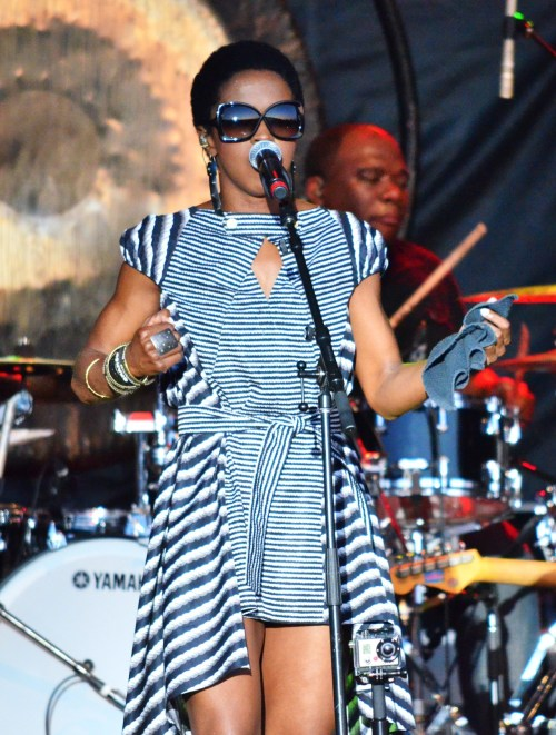 blackandkillingit:  kenyancurves:  Lauryn Hill @ Ottawa Bluesfest 2012  Black Girls Killing It Shop BGKI NOW  http://bella-kinks.com/getting-past-dry-hair/