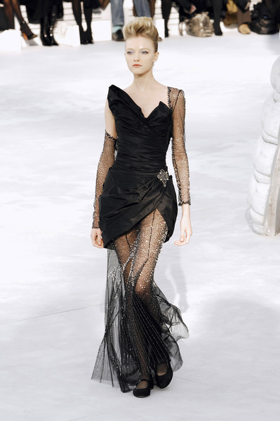 dresscode-highfashion:  Vlada @ Chanel Haute Couture S/S 2008