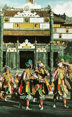 themanwiththesmirk:  Hue ballet troupe in Vietnam National Geographic | February 1967