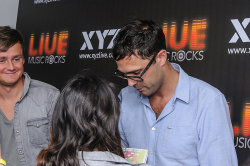 Tom, Tim and my friend's head @ Keane's Meet and Greet in São Paulo, August 26th of 2012