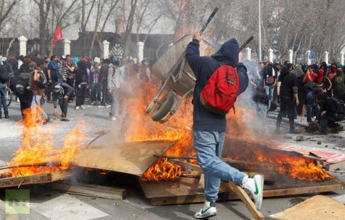 thepeoplesrecord:  Clashes have broken out as tens of thousands of students and their supporters demanded improvements to Chile's public education system in the streets of Santiago on August 28. Police used tear gas and water cannons to disperse the most radical protesters.
