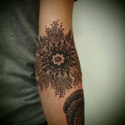 thisthatandfit:  Absolutely amazing tattoo! Can't imagine how painful it was though…  I'm itching for one. Thinking about asking an illustrator friend of mine to work with me on the design.