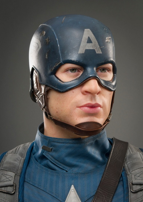 fightingintheshade:  allaboutevans:  Captain America @ Madame Tussauds New York  I need to go. Right now.