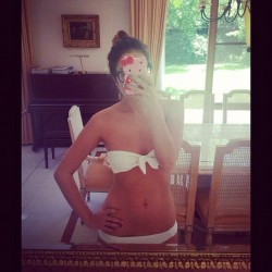 It's 11am and I'm wearing a bikini ✌ (Pris avec Instagram)