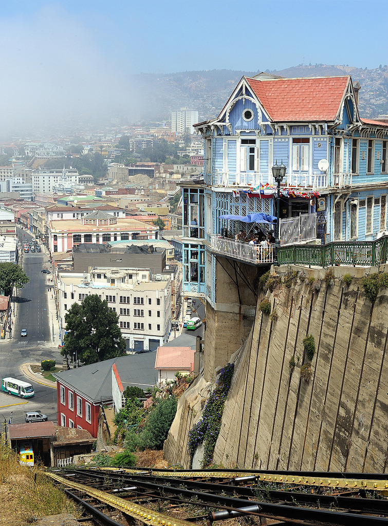 travelingcolors:  Valparaíso | Chile (by capiotti)
