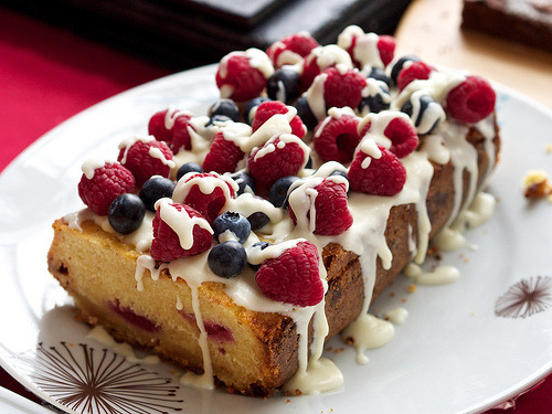 in-my-mouth:  Berry Pound Cake