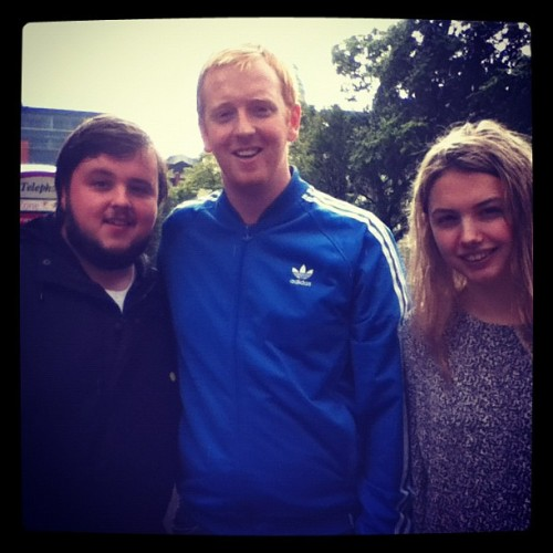with-eyes-averted:  John Bradley and Hannah Murray with a fan