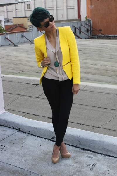 Nice use of colors…. ecstasymodels:  Yellow Blazer