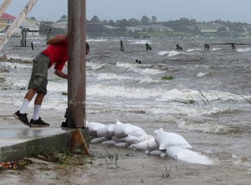 Hurricane Isaac pummels Louisiana