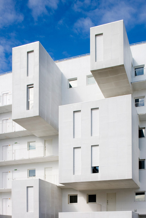 Madrid, Carabanchel Housing, dosmasuno arquitectos (Via Archdaily).Love-Spain