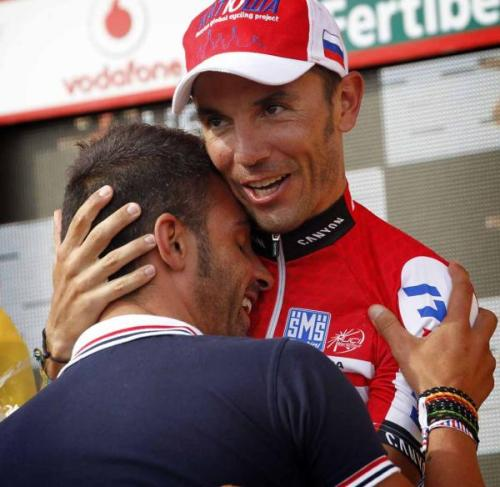 Joaquim Rodriguez (Katusha) congratulated by Oscar Pereiro. Photo: © Bettini (via Vuelta A España 2012: Joaquim Rodriguez (Katusha) Congratulated By Oscar Pereiro., Photos | Cyclingnews.com)