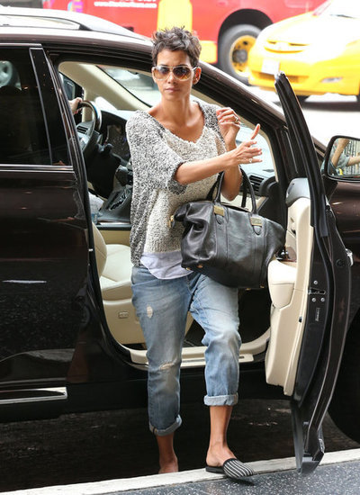 rachelzoe:  Halle Berry looking so maj with her Morrison tote…speechless! xoRZImage via CelebStyle