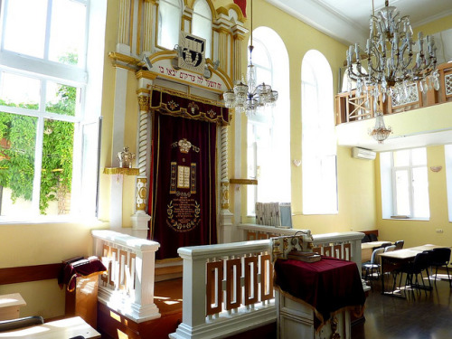 fyeaheasterneurope:  Interior of the Gleizer Sheel (Glazers Synagogue) in Chisinau.