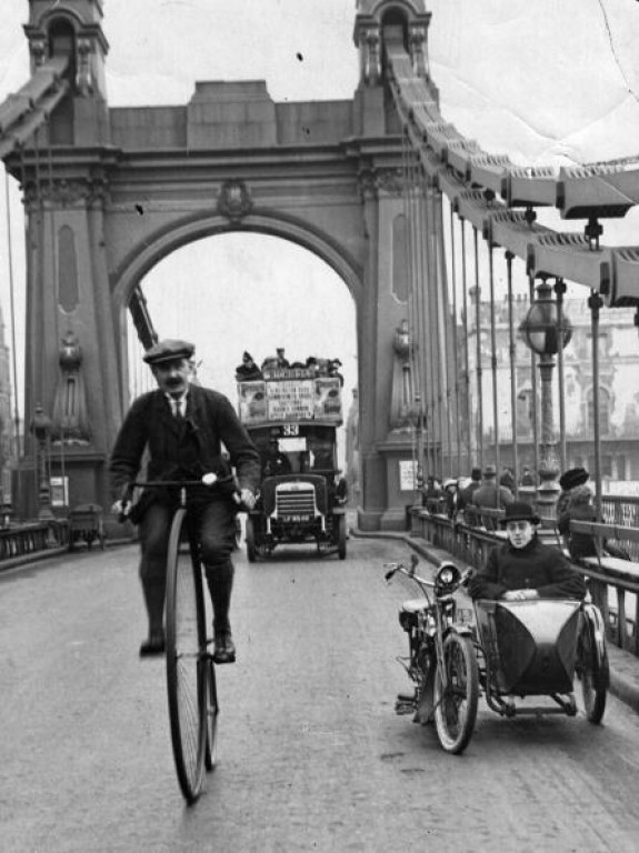 lostsplendor:  Over Hammersmith Bridge, London c. 1888 (via)