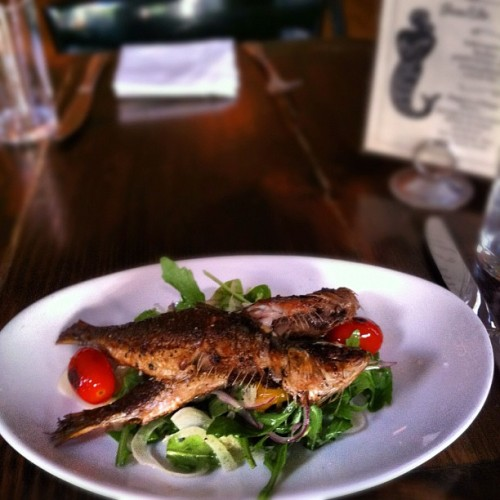 Special at The Mermaid Inn UWS tonight: App Addition:  Sardines a la plancha: w/ shaved fennel & arugula salad, with burst cherry tomatoes.  $12.00   #food #specials #themermaidnyc #fish #delish #seafood #nyc #restaurants (Taken with Instagram at The Mermaid Inn)