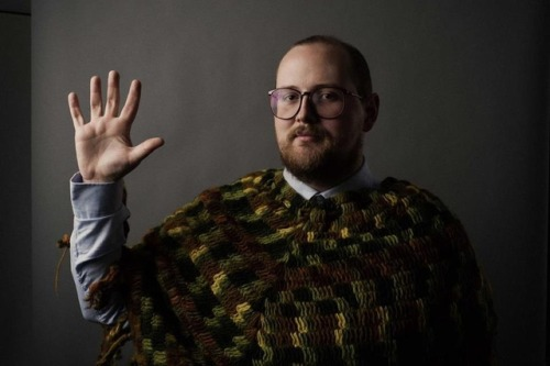 Dan Deacon's mobile app creates a concert light show out of smartphones While bands like Coldplay have used LED wristbands to turn their audiences into part of a concert's light show, musician Dan Deacon is going a somewhat different route with a new app. Available for both iPhone and Android, the mobile app is designed not only to help create a crowdsourced lighting spectacle during Deacon's concerts, but also produce sounds, serving as an extra musical instrument.
