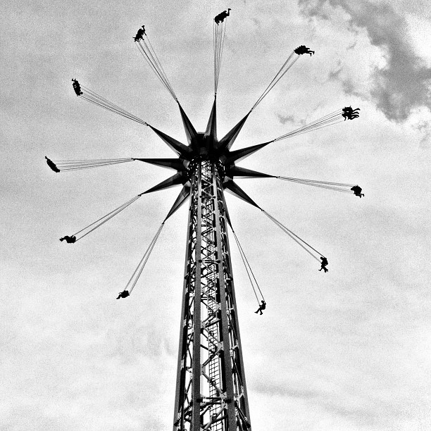 Tiny people flying around in the air #PNE #playland #instagram #iphoneography #iphonesia #photooftheday #iphone #iphoneonly #jj #instagood #iphone4 #ig #igers #instagramhub #popular #instamood #bc #BandW #B&W #vancouver #fun #atmosfear (Taken with Instagram at Atmosfear At Playland)