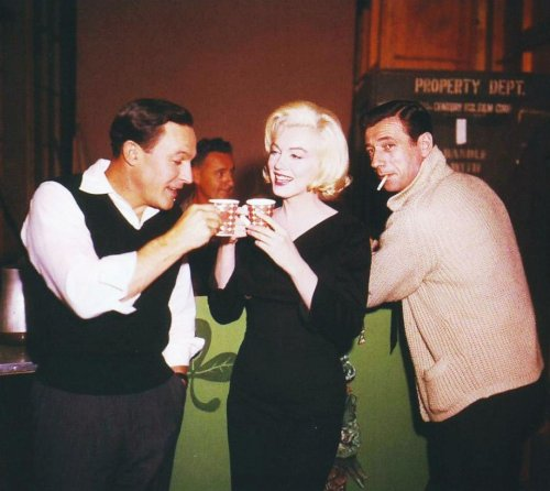 makkly44:  goddessmarilyn: Marilyn Monroe, Yves Montand and Gene Kelly behind the scenes of 'Let's Make Love', 1960