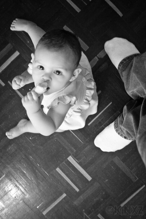 B entre rayas#canon #ciudadbolivar #dslr #bebe #baby #photography #BW(from @kinxz on Streamzoo)