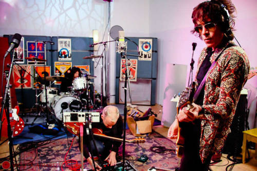 Fountains of Wayne shoot at Stratosphere Sound in NYC for featured in New York Magazine…link to article below… Click here to Article in New York Magazine Photo by: Violeta Alvarez Hair: Angie Park Make up: Sasha Grossman Assistant to Larry Queen: Lou Probes www.violetaalvarezphotography.com © Violeta Alvarez - all rights reserved