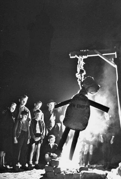 Children burn an effigie of Herman Goering. Nuremberg, 1946, Walter Sanders.