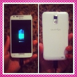 iAm SOOOO HAPPYYYYY iGot my phone ! 😄😊😃☺😍😘😁😏💙💜💗💚❤💛✨👍👏🙆👸☀🌻🎀👑💎📱 #GalaxyS2 #happy #girl #iCant #believe #it (Taken with Instagram)