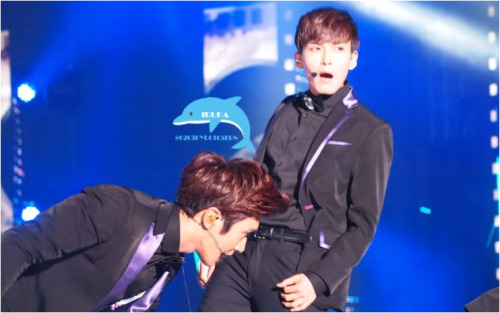 superjuniorkr:   cr: love0sadie  um.. Choi Siwon.. what are you doing :S