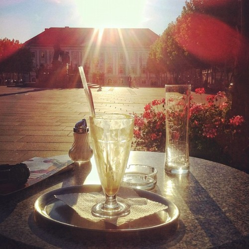 Killed it 😊 #ice #coffee #lindwurm #neuerplatz #klagenfurt #sunset #reflection #bloom #square #iphone4 #iphoneonly   (Taken with Instagram at Lindwurm)