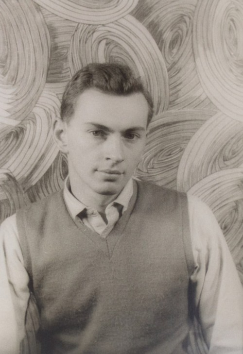 "■ infn ■ → Gore Vidal → (2) ""[…] (VIDAL, Gore) Van Vechten, Carl.  Portrait photograph of Gore Vidal.  Half length frontal portrait of the author in shirt and sweater.  35.2 x 23.5 cm. (approx 13-7/8 x 9-1/4 inches), New York:  November 14, 1948.  Variant of portrait published in PORTRAITS: the Photographs of Carl Van Vechten (1978), edited by Saul Mauriber.  Fine. Verso docketed with holograph notations in ink, giving the name of the sitter, date of the photograph, and Van Vechten's reference to negative and print (""XV-FF-1″).  $1,000 Very early photographic portrait of the 23-year-old Vidal, taken in the year that the publication of his controversial novel THE CITY AND THE PILLAR scandalized the mainstream press. ""I'm exactly as I appear. There is no warm, lovable person inside. Beneath my cold exterior, once you break the ice, you find cold water."" […]""  A proposito di Gore Vidal, materiali per una bibliografia italiana (1bis)"
