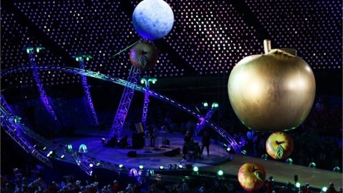 London Paralympics Opening Ceremonies Get Science-y Last night marked the opening of the 2012 Paralympic Games, and they featured a heavy dose of science. Stephen Hawking narrated a portion of the ceremonies (top right), the world's largest simultaneous apple chomp helped commemorate Newton's physics legacy (top left) and a group of umbrellas signified the discovery of the Higgs boson … which is completely obvious, RIGHT?! More details about the opening sciencemonies at New Scientist. (images via london2012.com)
