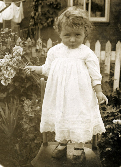 Adoreable. 1920s photograph