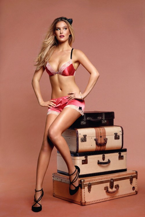 Bar Refaeli, ready for a trip.Things might happen.  You will also like: another one of Bar Refaeli.