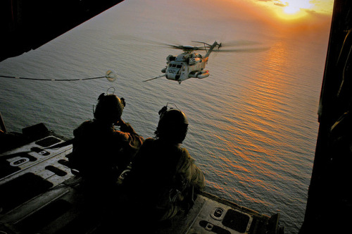 Refueling CH-53 Sea Stallion by AN HONORABLE GERMAN on Flickr.