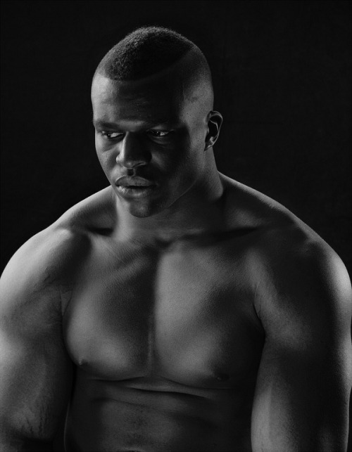 Lawrence Okoye, discus thrower. Photo by Nadav Kander