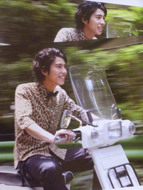 tsubasa-seiko:  & another for all my followers! Kento, you are having just too much fun! Look no hands \(^.^)/