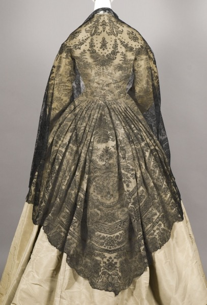 fripperiesandfobs:  Shawl ca. 1855 From the Wadsworth Atheneum
