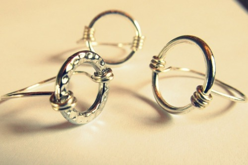 DIY Wire Wrapped Circle Rings from Wobisobi here. As with all her wire wrapped ring DIYs she has a good way to size and wrap her rings (see at link). All supplies are available at Michaels, including the large jump rings. *For more wire jewelry and tutorials go here: truebluemeandyou.tumblr.com/tagged/wire