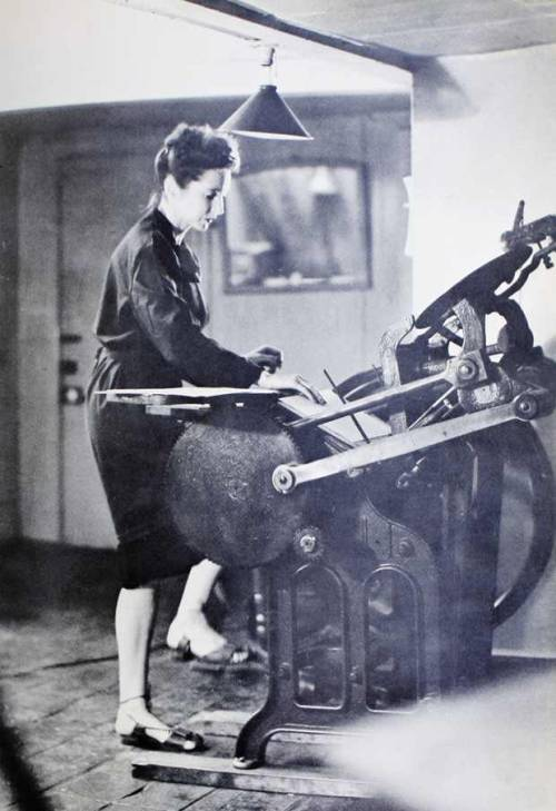 aliciaburnett:  printmakersopenforum:  Anais Nin working on a letterpress… (source: http://www.brainpickings.org/index.php/2012/08/30/anais-nin-letterpress/)     As if I couldn't love Anais Nin any more than I already do….