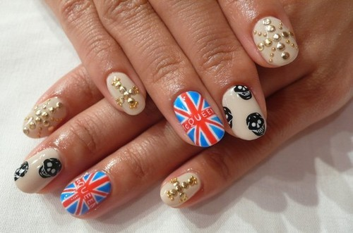 Luvin this McQueen inspired nail art (via we heart it)