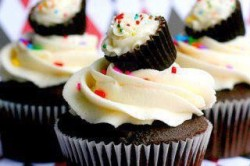yourownpanda:  Cupcake within a cupcake? Cupcake-ception!