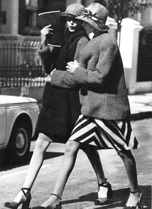 voguelovesme:  Girl talk, Vogue UK September 1971, ph. by Arthur Elgort