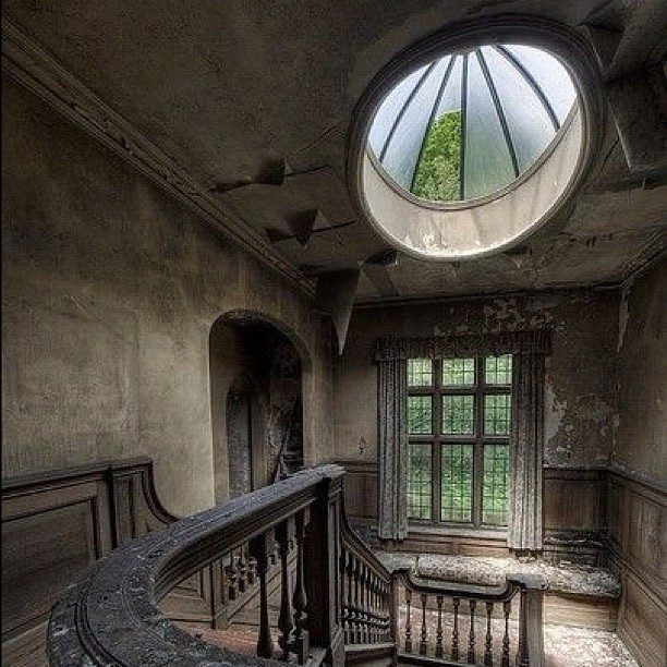 Abandoned mansion. #mansion #abandoned #scary #luxury #swag  (Taken with Instagram)