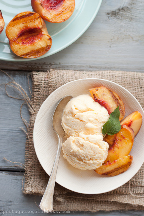 foodfuckery:  Peach Ice Cream with Grilled Peaches Recipe