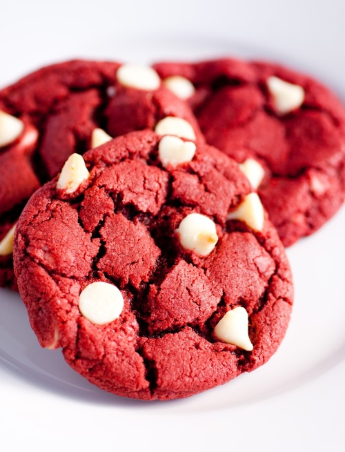 oohhhbaby:  red velvet white chocolate chip cookies