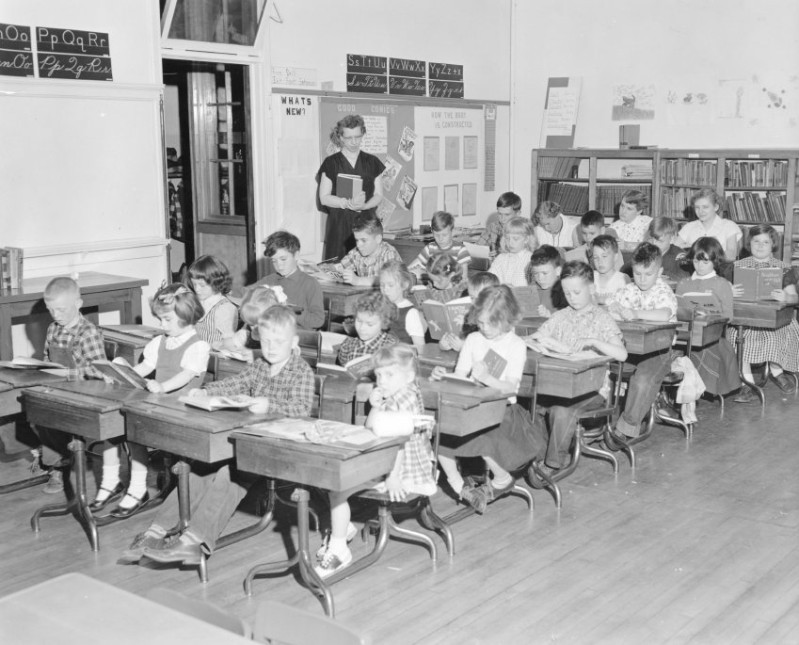 Meadowbrook one-room school, Vesper, Wisconsin, ca. 1948. Photo by Lawrence Oliver. via: South Wood County Historical Corporation