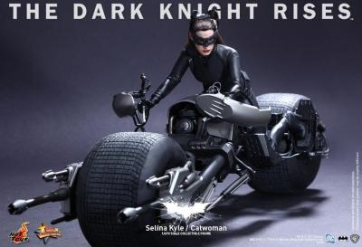 Who doesn't want a Catwoman action figure?! (via THE DARK KNIGHT RISES: Hot Toys Reveal Official Gallery Of 'Catwoman' Action Figure Images)