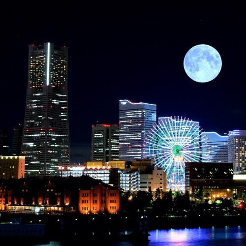 Blue moon via mr_ebisu