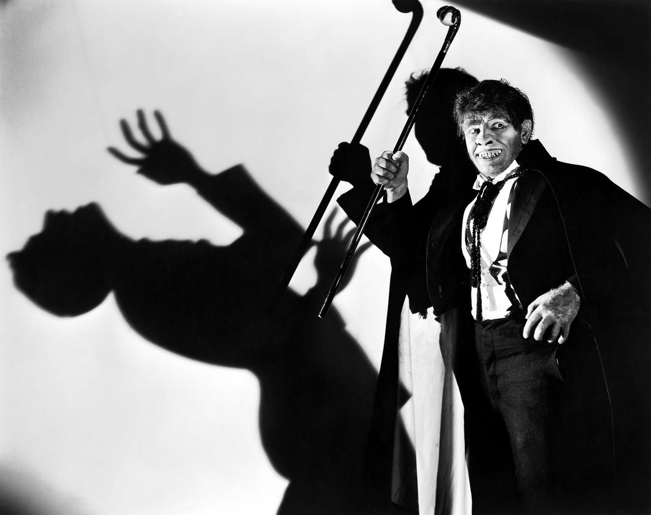 oldfilmsflicker:  bonus Fredric March in his Oscar-winning role as Dr. Jekyll and Mr. Hyde
