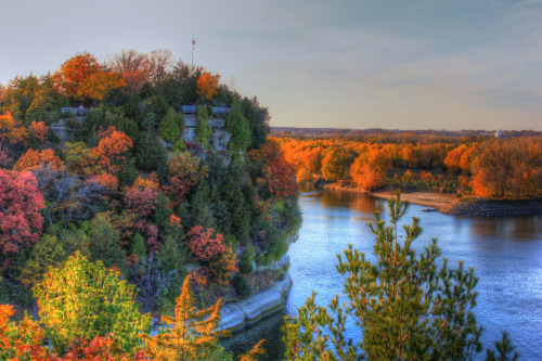 Starved Rock autumn (by tolivercrash)